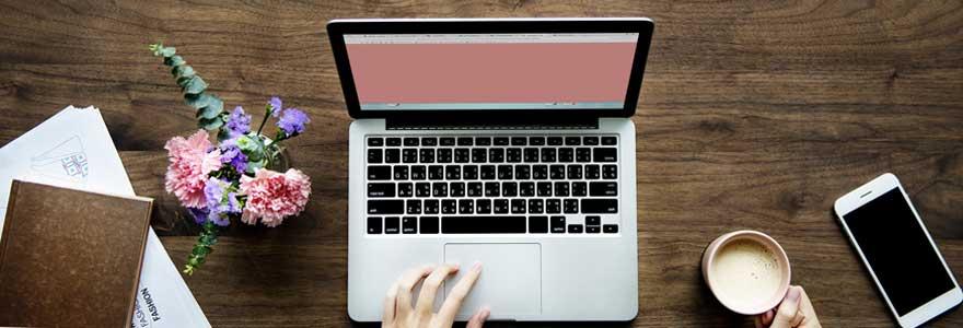 ordinateur-avec-ecran-neutre